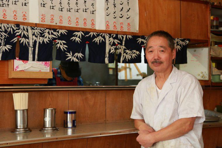 店主の大滝隆造さん。50 年来中華ひと筋。「いつまでも厨房に立っていたいね」