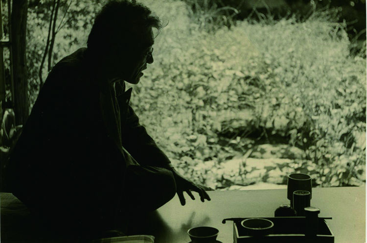 八一肖像写真  濱谷浩撮影(C)片野恵介