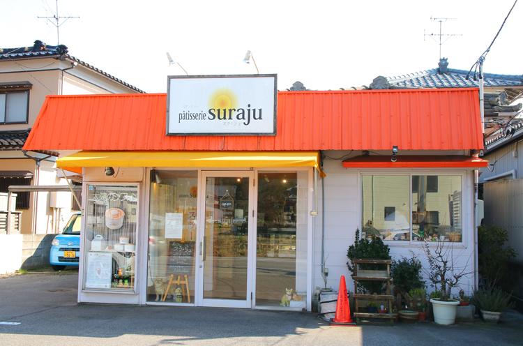 オレンジ色の屋根がお店の目印