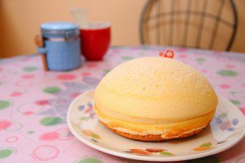 みんなのお目当ては、かわいドーム型のチーズケーキ|三条市
