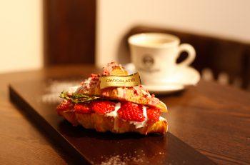 甘くてゴージャスなイチゴのサンドイッチ|阿賀野市