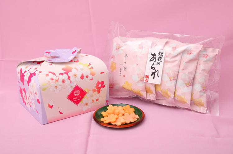 季節限定のあられ『桜ぼっくす』(8 袋入648円)もぜひ