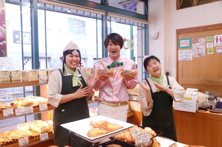 スタッフ松田さんと横山さんで、いっすねー!山脇さんをサンド!!