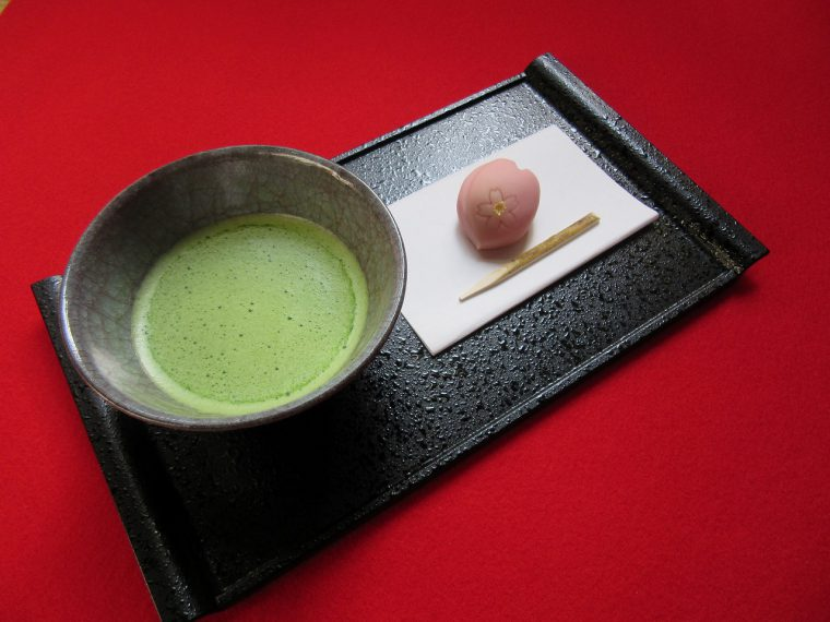 おいしい抹茶と和菓子を提供