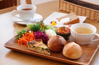 ふわふわな手作りシフォンケーキとランチプレートが人気なカフェ|村上市