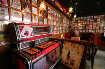 令和でも昭和歌謡で大フィーバー(笑) 昭和を感じる酒場が新潟駅前に登場