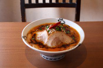 刺激的な風味を濃厚スープが支える吉相の新定番麺