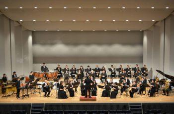 三条市吹奏楽団の定期演奏会。県央地域の高校生との合同ステージもあり