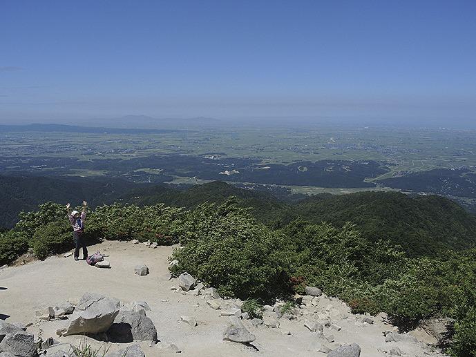 五頭山山頂からの景色。新潟平野がぜーんぶ見えます!