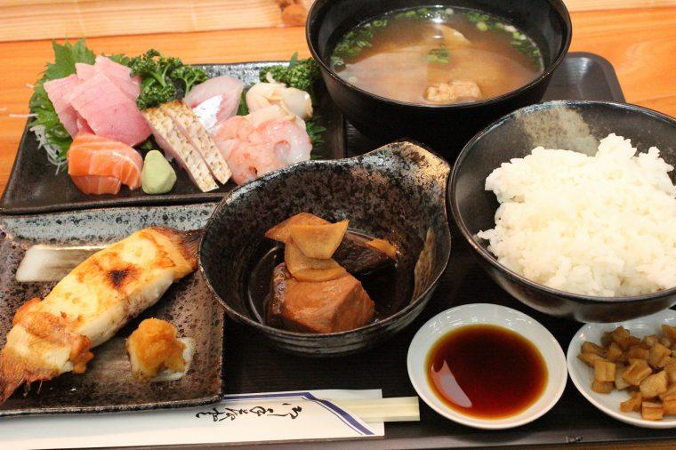 『新潟の魚づくし定食』(1,728円)
