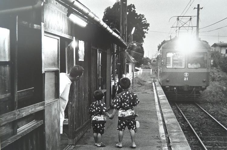 お盆まがり駅(捧 武 撮影)