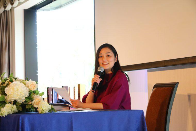 歓声と拍手と共に遠藤麻理さん登壇です!