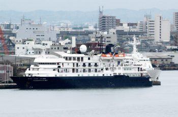バハマ船籍のクルーズ船・カレドニアンスカイが新潟西港にやってくる|新潟西港
