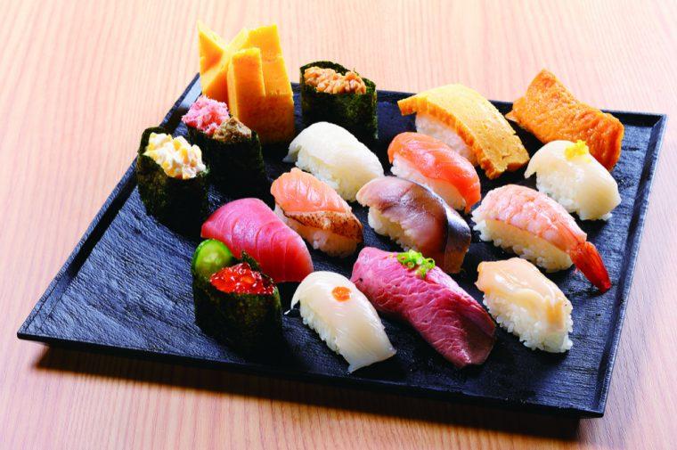 お寿司食べ放題は15時以降のディナータイム限定。21ものネタが楽しめる