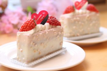 7 層を組み合わせたイチゴのケーキ|新潟市秋葉区