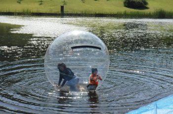 ウォーターボール、丸太切りなど歴史や自然と触れあえる体験イベントが満載!