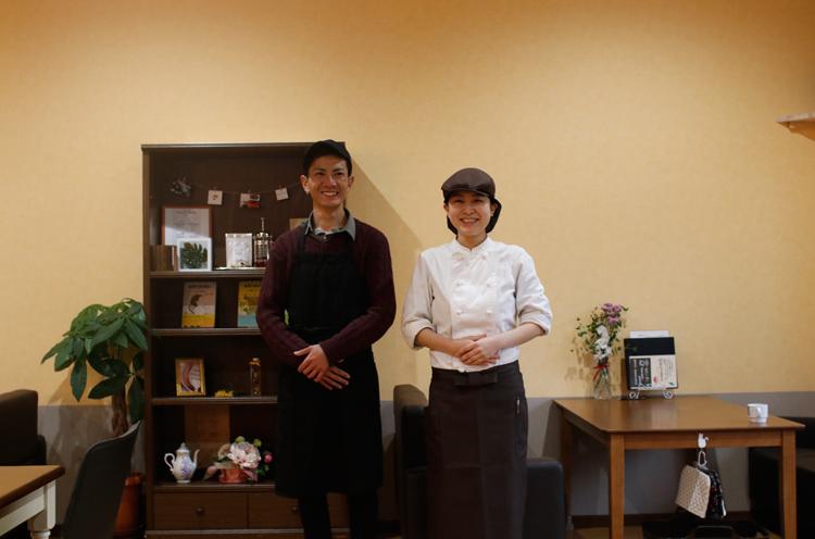 右が金子さん。たまたまこの日お店を手伝っていたご主人と一緒に撮らせてもらいました