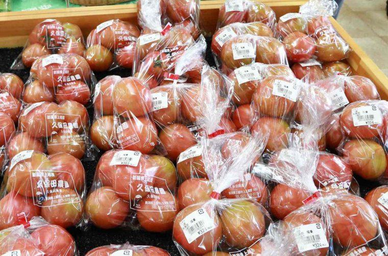 売り場には直江津トマトがこんなにたくさん