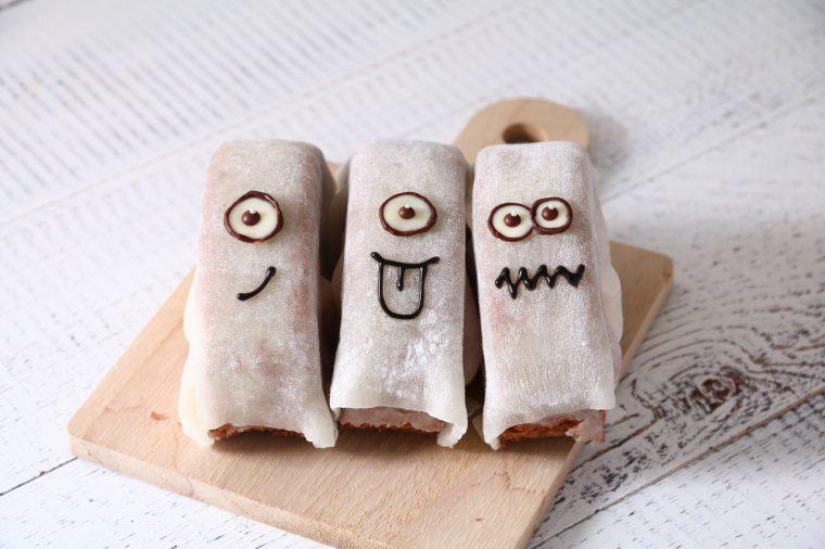 ひとつひとつ表情が異なるお化けと目が合ったら最後!  食べずにはいられない!