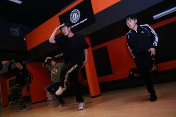 キッズダンスを習わせるならストリートダンス専門のスタジオルーツへ!