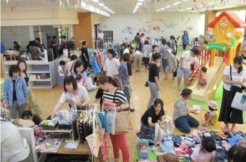 三条市で子育てアイテムが多数販売されるフリーマーケットを開催