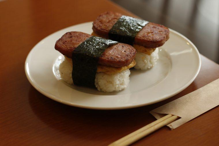 お寿司のような見た目のスパムおにぎり(14:30~18:00提供)