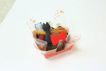 【お菓子屋さんnico】猫にほうき、赤いリボンと言えば?大人気のジブリ作品をモチーフにしたロールケーキ【ロールケーキパラダイス参加店】