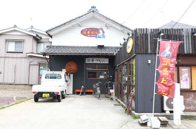 2016年3月に醸造免許を取得した沼垂ビールの醸造所。右側は沼垂ビールを味わえる沼垂ビアパブ