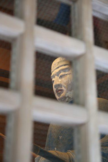 随神門内には、紀伊国熊野から伊夜日子大神様に随行し、大神様の宮居を警護する長気(おさげ)、長邊(おさべ)の兄弟神が奉祀されています