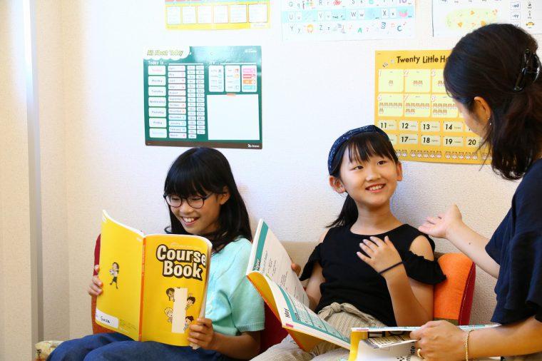 小学生の高学年クラスも開講。楽しい雰囲気はありつつ、落ち着いたレッスン風景はさすがお姉さんたちです