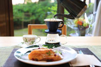自分でドリップしたコーヒーをのんびり味わう。週3日だけの隠れ家カフェ