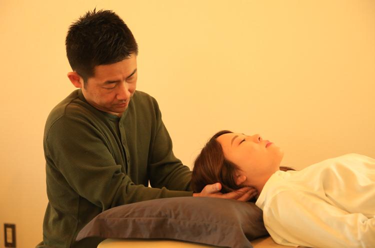 徒手療法を用いて根本から改善へと導きます