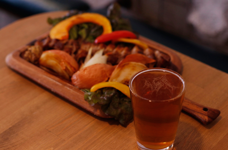 クラフトビールに燻製料理がよく合うんです!!