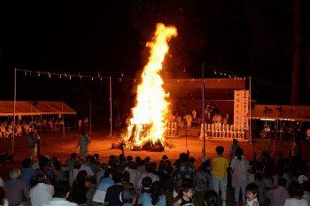 【長岡市】無病息災を願い火を渡る長岡市栃尾地域の祭り
