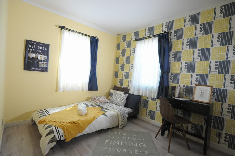 2階には主寝室、洋室2部屋を用意