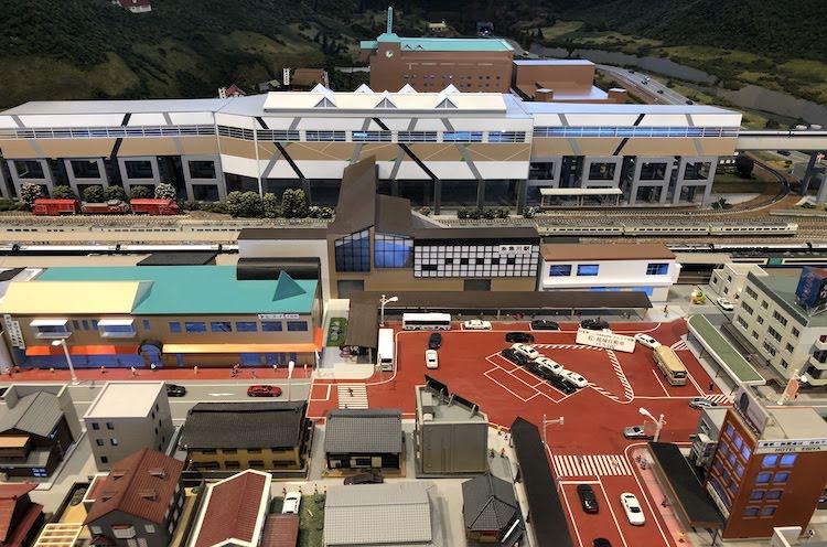 糸魚川駅の日本海口を再現したジオラマ