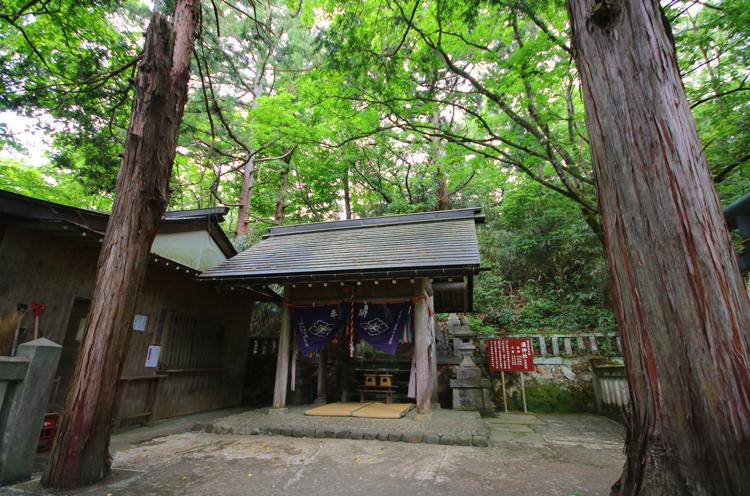 湯神社。週末を中心に神職さんが勤務されますので御朱印ももらえますよ