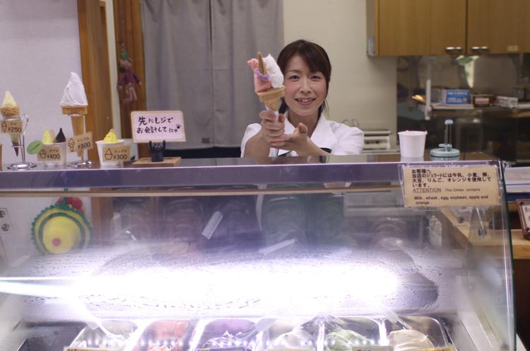 笑顔が素敵な雪だるま物産館のスタッフさん