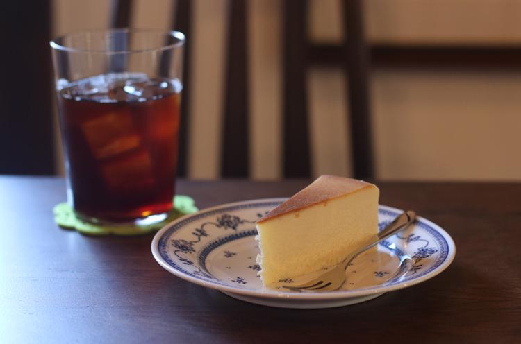『アイス珈琲』(594円)、 『チーズケーキ』(324円)