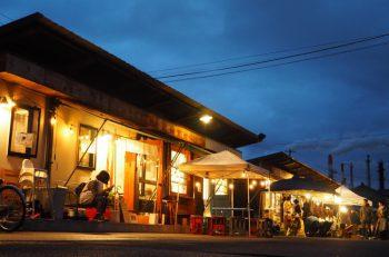 沼垂テラス商店街で夜市を開催!ランタンの灯りで幻想的な雰囲気に。