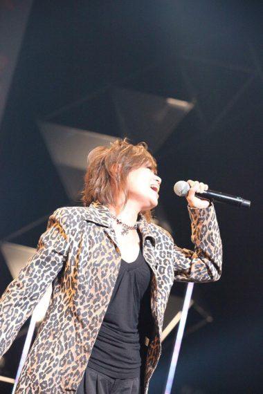 田村直美。愛知県名古屋市出身。「PEARL」でデビューし、1994年から田村直美としてソロ活動を展開。デビュー30周年を迎えてなおヴォーカリストとして活躍中