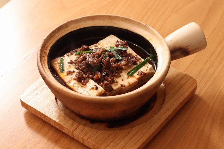 一般的な麻婆豆腐とは見た目が全然違う!『1862麻婆豆腐』(500円)