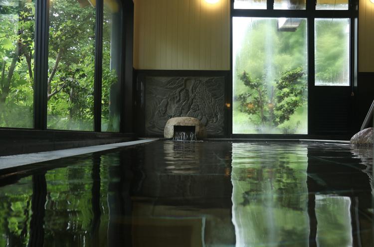 夏季限定「冷泉風呂」