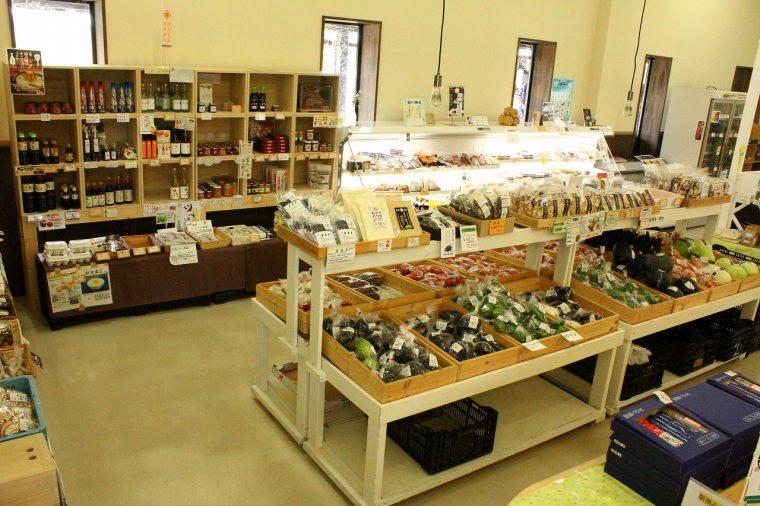 西蒲区の名産品や新鮮や野菜がいっぱい