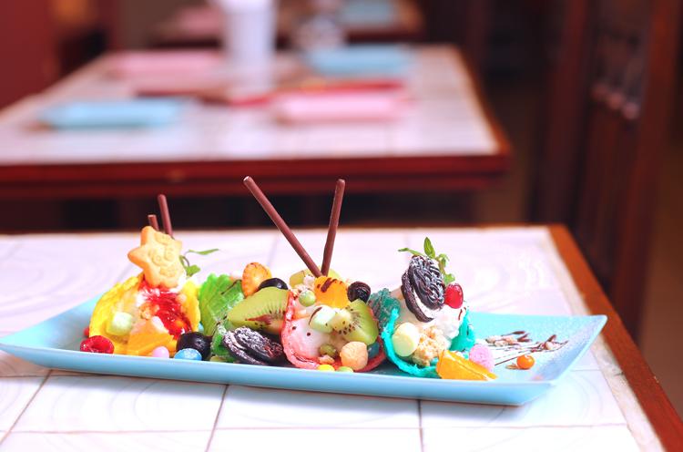 『MEGUSTA特製 アイスクリームタコス』(各540円)