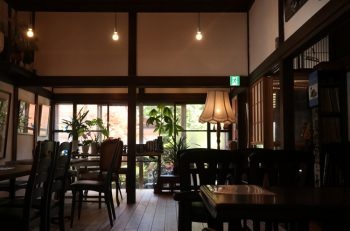 ジャズが心地いい温泉街の古民家喫茶│阿賀野市出湯