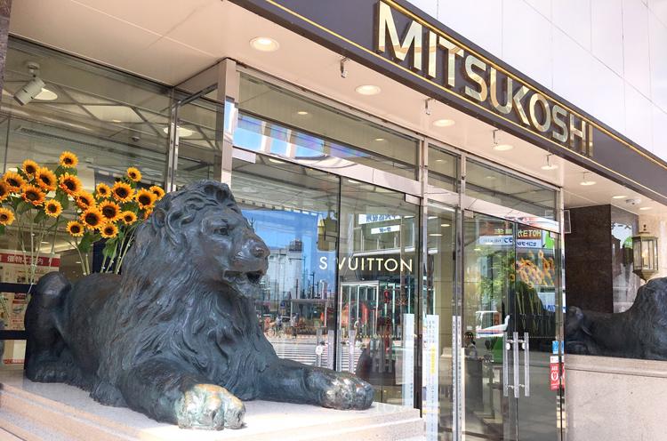 新潟三越前のライオン像