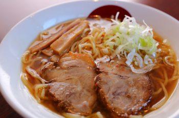 糸魚川市の人気中華・月徳飯店のラーメン専門店。メギスのうまみに満ちた一杯を
