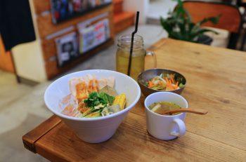 AMG Kitchenの『よだれ鶏と夏野菜の冷製パスタ』|新潟市秋葉区