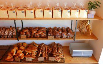 新発田にできた街のパン屋さん。長時間熟成の2種類の食パンがウリ
